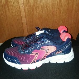 Women's Fila light weight shoe